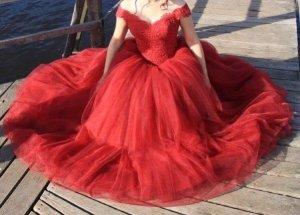 Vestido de novia burdeos-rojo oscuro
