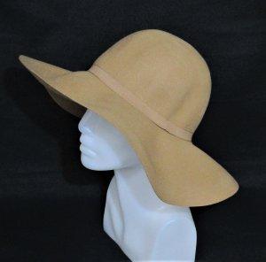 Cappello di lana color cammello