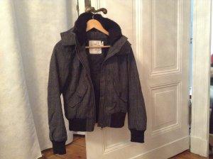 Herbst-/Winter-Jacke von H&M, sporty mit edlem Fischgrätmuster