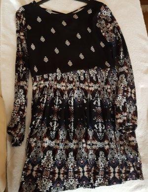 Herbstkleid kurz schwarz mit Muster
