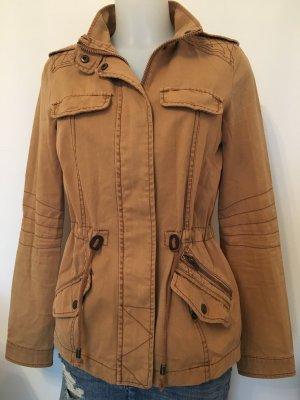 herbstliche Jacke mit vielen Details