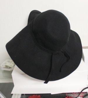 Herbstlicher eleganter Hut