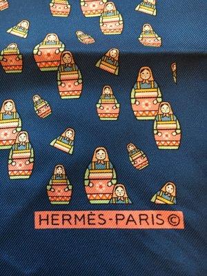 Hermès Gavroche mit russischen Puppen