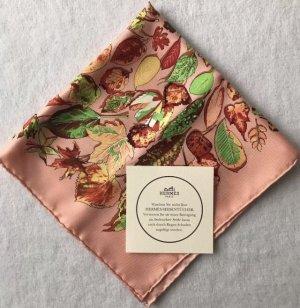 HERMÈS Tuch | reine Seide, 41x41 cm, Apricot, Blätter, Hand rouliert.
