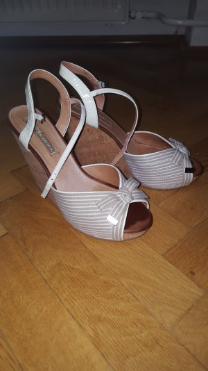 Herrliche Buffalo-Sandale mit perfektem Sitz