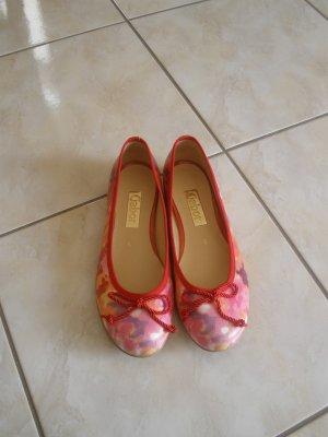 Hervorragende rote Ballerinas