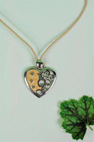 Herz Kette mit silbernen Steinchen und Nude Farbenen Herzteil