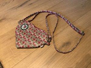 Herzförmige Tasche mit Blümchen-Muster