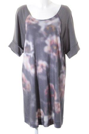 hessnatur Shirtkleid florales Muster Street-Fashion-Look