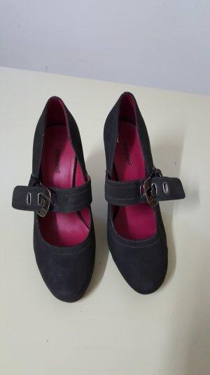 High Heel mit Riemen, schwarz