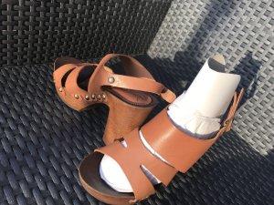 Sandalias con plataforma coñac