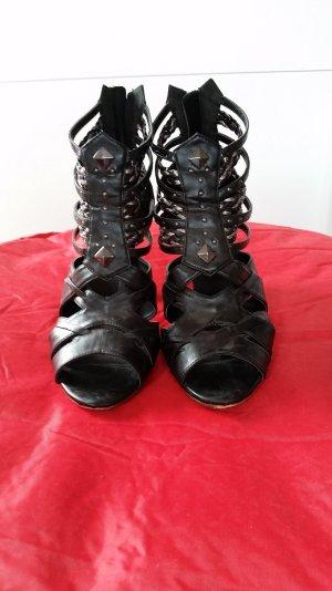 High Heel Sandalette mit Nieten und Flechtung