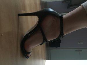High Heel von Guess mit Stacheln