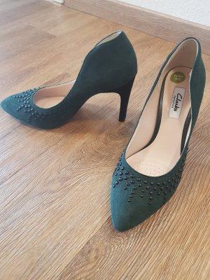 High- Heels aus dunkelgrünen Veloursleder