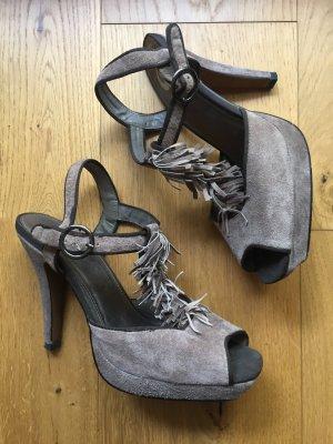 High Heels aus violett-grauem Wildleder mit Fransen