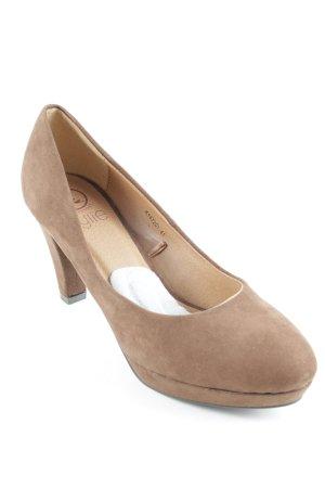 High Heels brown casual look
