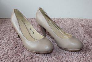 High Heels in beige
