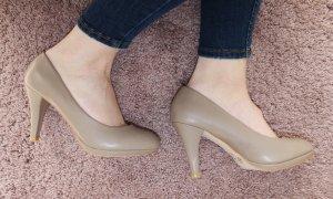 • High Heels in beige