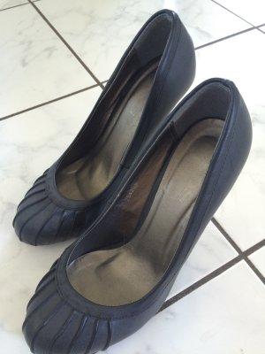High Heels in dunkel grau