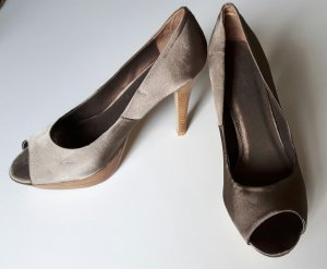 High Heels in schimmerndem Taupe