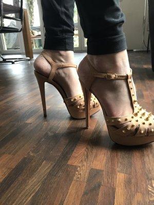 High Heels mit goldenen Nieten von SCHUTZ Gr. 37