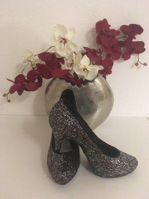 High Heels mit silbernem Glitzer-Effekt
