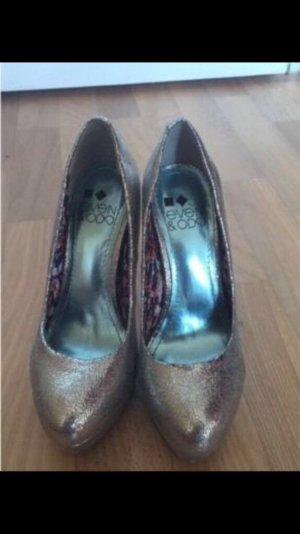 High Heels / Schuhe / Pumps von Even & Odd Silber