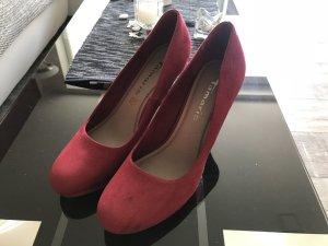 High Heels v. Tamaris