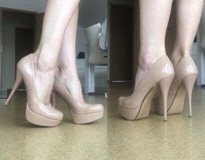 High Heels von Akira