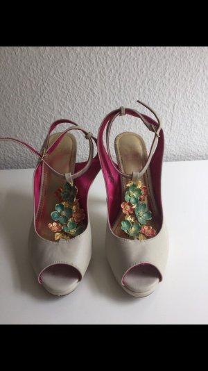High Heels von H&M mit Blumenschmuck