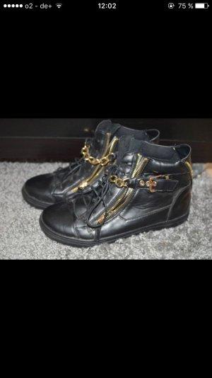 High Top Sneaker mit Gold Verzierung