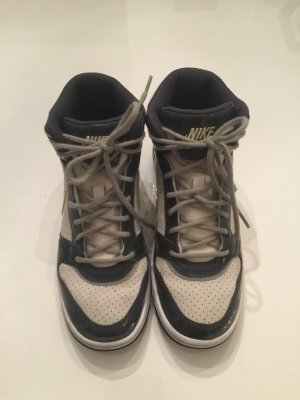 High Top Sneaker von Nike