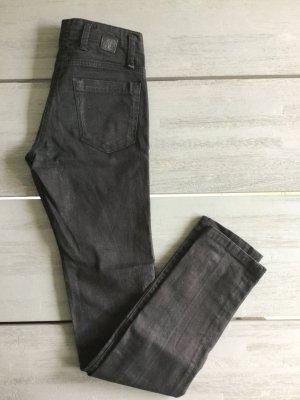 High Waist Jeans im verwaschenen schwarz