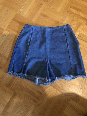High waist Jeansshorts mit Fransen