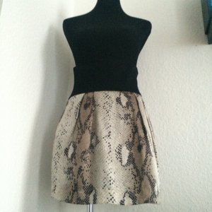 High-Waist Rock in Schwarz mit Schlangenmuster