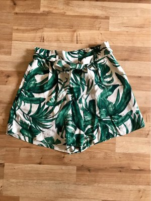 H&M Short taille haute blanc cassé-vert forêt viscose