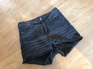 High- Waist Shorts/ Hotpants