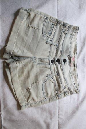 High Waist Shorts in ausgewaschenem blau