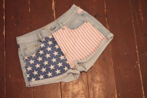 High Waisted Shorts mit USA Flagge von Topshop