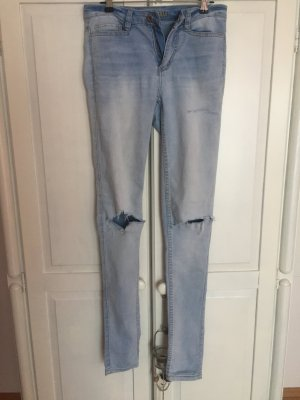 High Waits Jeans Hose hellblau mit Rissen Cutouts an den Knien destroyed look