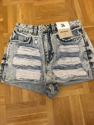 Highwaist Hot Pants mit Etikett