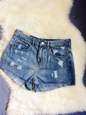 Highwaist Shorts im destroyed Look