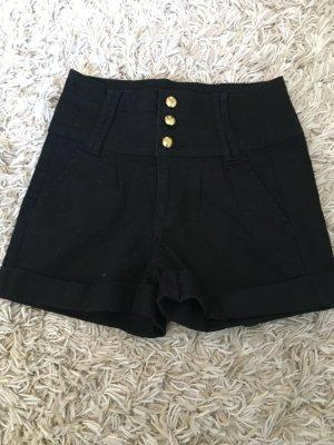 Highwaist Shorts mit goldenen Knöpfen