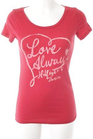 Hilfiger Denim T-Shirt dunkelrot-rosa Schriftzug gedruckt sportlicher Stil