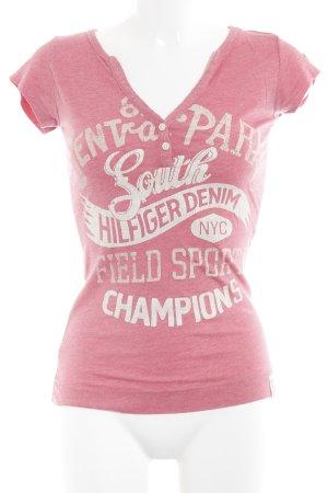 Hilfiger Denim T-Shirt magenta Schriftzug gedruckt sportlicher Stil