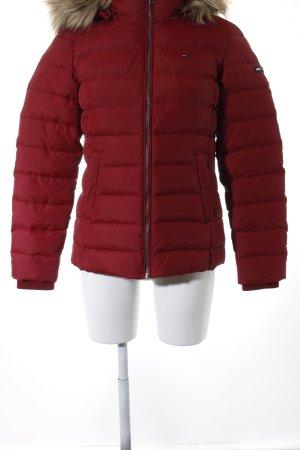 Hilfiger Denim Winterjacke dunkelrot-beige Street-Fashion-Look