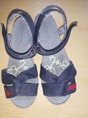 Hilfiger Sandalen, kaum getragen, sehen auf dem Foto von innen etwas schmutzig aus, sind sie aber nicht