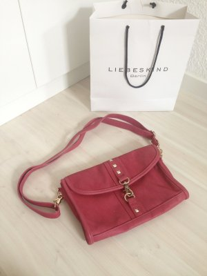 Himbeerfarbene Handtasche