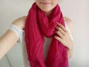 Himbeerrotfarbener Schal