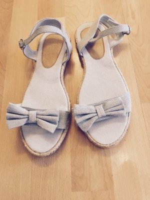 Himmelblaue Espadrilles-Sandalen mit Schleife